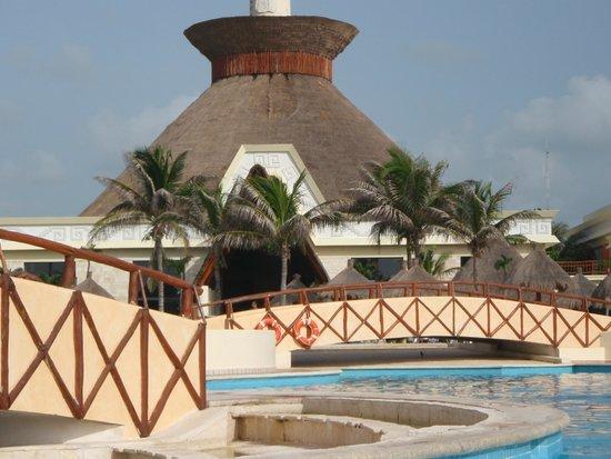Grand Bahia Principe Tulum : le bar de la piscine