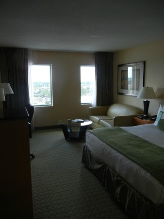 The Florida Hotel & Conference Center, BW Premier Collection: Quiet rooms, comfortable beds, wifi at very reasonable conference rate