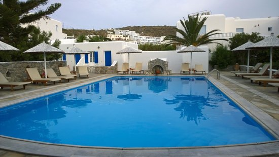 Anemos Apartments & Studios: Lovely clean pool