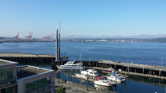 Marriott Waterfront Seattle: Even the side rooms have a nice view of the Bay