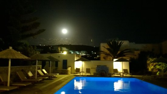 Anemos Apartments & Studios: full moon