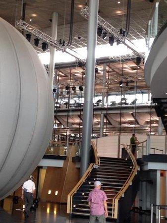 Die Gläserne Manufaktur von Volkswagen: not a typical car factory