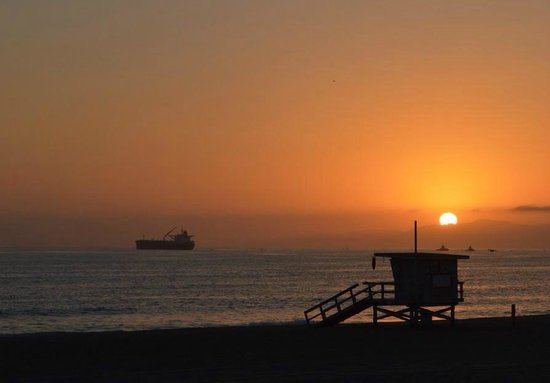 Sunset@Manhattan Beach by America de la Rosa