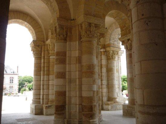 Abbaye de Fleury : Porch of Abbaye de Saint Benoit