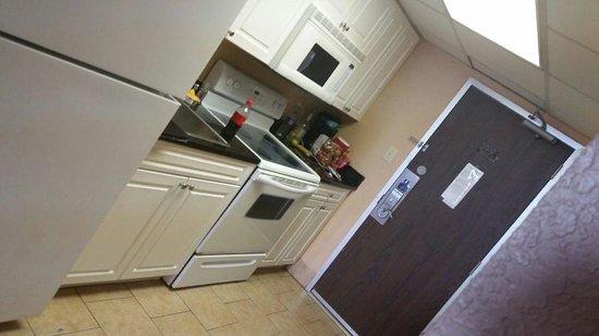 Hotel Blue: room 412 kitchen