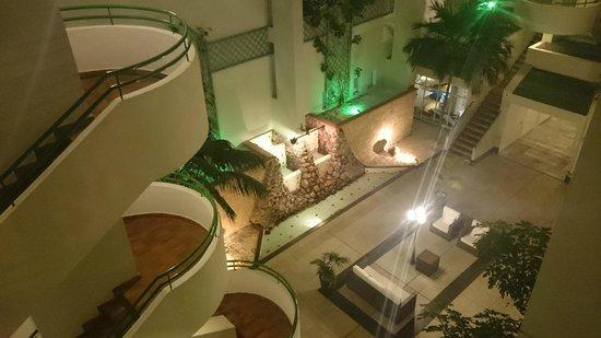 HOVIMA Altamira : атриум отеля