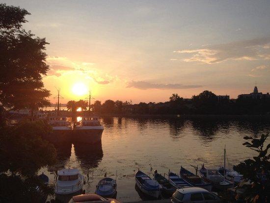 House Diona: Sunset