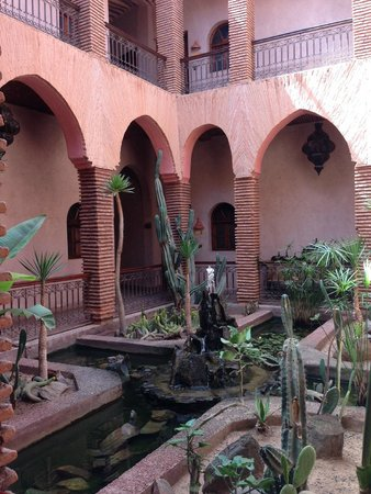 Kasbah Le Mirage: The inside courtyard - rooms were all around this