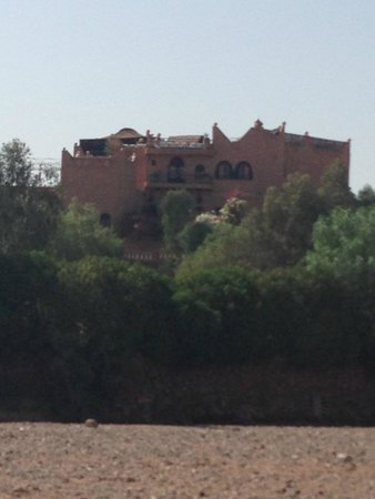 Kasbah Le Mirage : View of the Kasbah from the camels