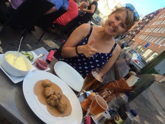 Bullen - Tva Krogare: Meatballs