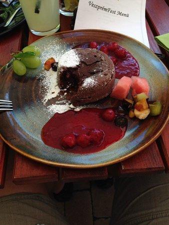 Oliva Restaurant : Csokoládé bomba gyömbéres meggyraguval