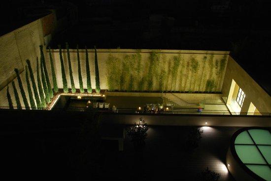 H10 Art Gallery : Terrasse du rez-de-chaussée de l'hôtel vue de la terrasse de la chambre