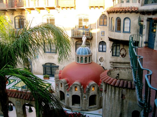 The Mission Inn Hotel and Spa : Courtyard view