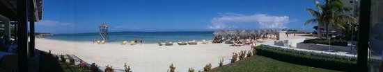 Iberostar Grand Hotel Rose Hall : A panorama of the beech from the beachside restaurant