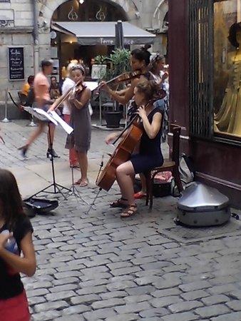 Vieux Lyon : Street Performers