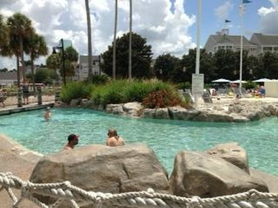 Disney's Yacht Club Resort: Pool area