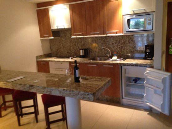 Marylanza Suites & Spa: Kitchen