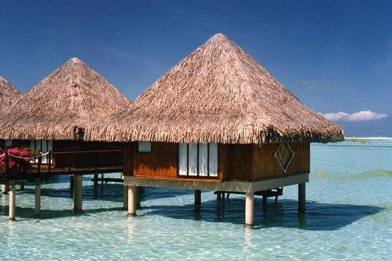 Bora Bora Photo Lagoon : the Moana overwater bungalows when brand new