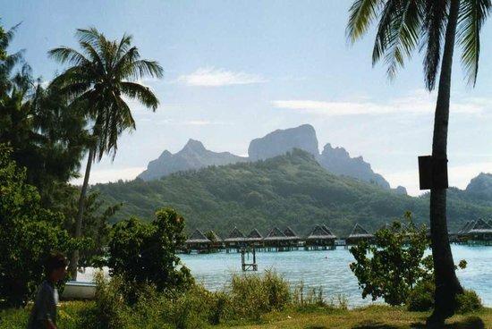 Bora Bora Photo Lagoon : another view of main island from lagoon
