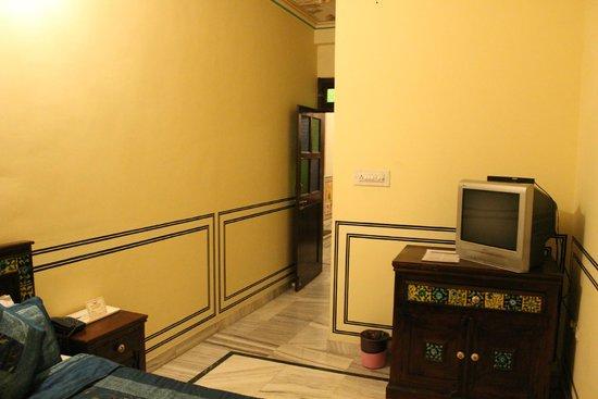 Hotel Baba Haveli: Spacious Room