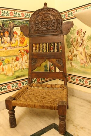 Hotel Baba Haveli: Classic Furniture