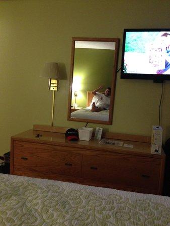 Days Inn Wichita North: Comfy Ken