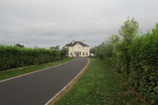 Grennan's Country House: Large Grounds