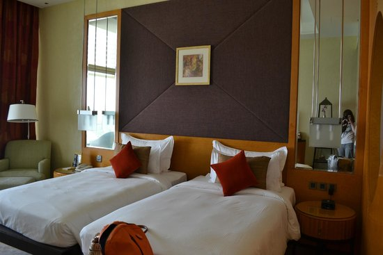Al Raha Beach Hotel : Deluxe gulf view room