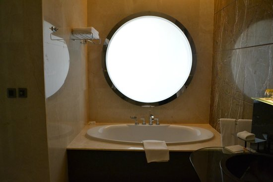 Al Raha Beach Hotel: Bathroom