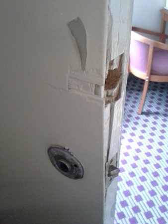 Quality Inn Historic East - Busch Gardens Area : Adjoining rm door