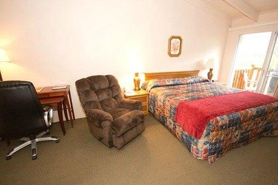 Alpine Trail Ridge Inn: Our room