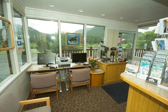 Alpine Trail Ridge Inn: Office / check in