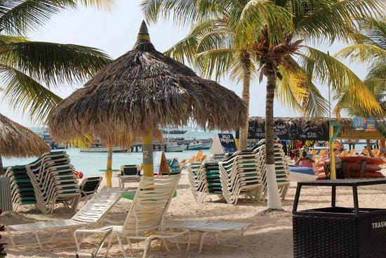 Holiday Inn Resort Aruba - Beach Resort & Casino: Beach Palapa