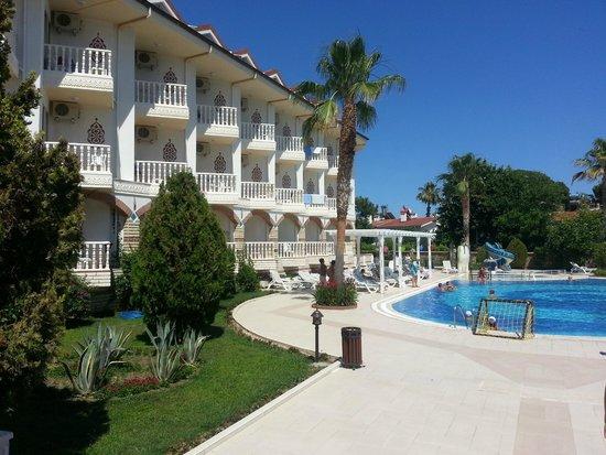 Sultan's Beach Hotel : отель