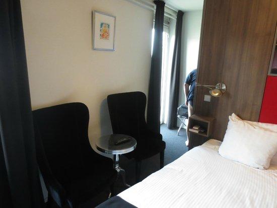 Apart Hotel Randwyck : Comfy chairs