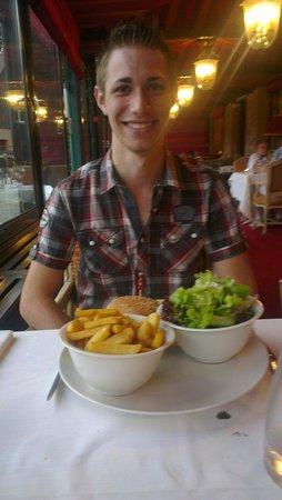 Les Violettes Hotel & Spa Alsace, BW Premier Collection : Plat de cheeseburger