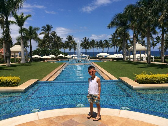 Grand Wailea - A Waldorf Astoria Resort: In our way to the pool!