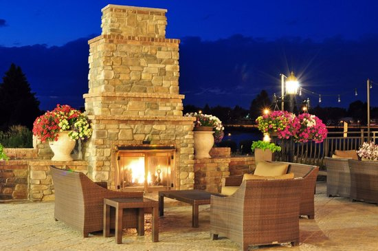 Hilton Garden Inn Idaho Falls: Enjoy sitting on our soft seating on the patio while enjoying the fireplace