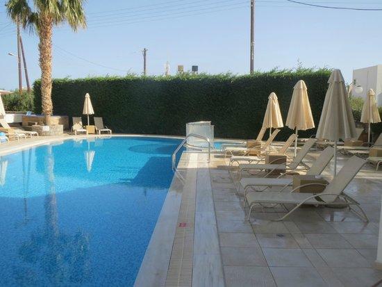 Angela Suites Boutique Hotel: Pool