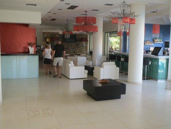 Angela Suites Boutique Hotel: Die Hotellobby