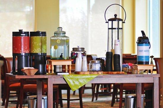 Hilton Garden Inn Idaho Falls: Complimentary Coffee & Water  24 hours