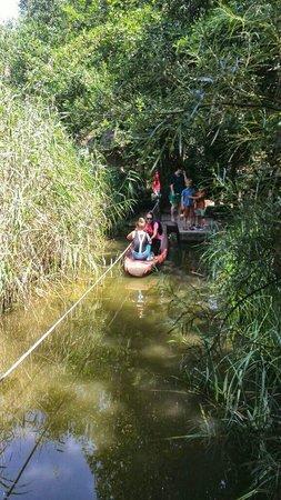 Dierenpark Planckendael : Bootje varen van het afrikaans dorp