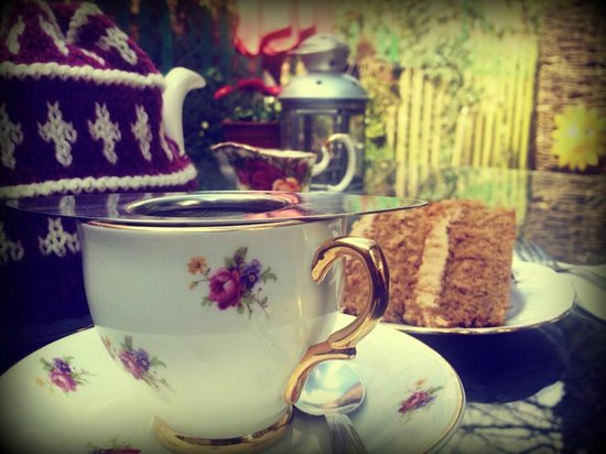 Peckish Cafe: Afternoon tea & cake in our courtyard garden