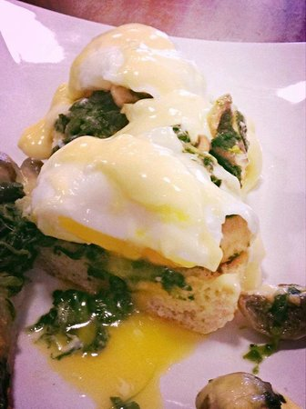 Peckish Cafe: Eggs florentine