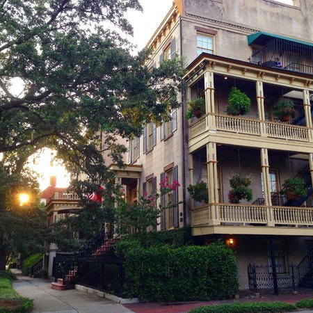 The Gastonian - A Boutique Inn: The property at sunset