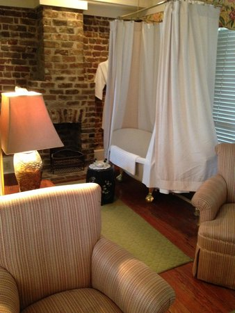 The Gastonian - A Boutique Inn: The unique shower experience in the carriage house