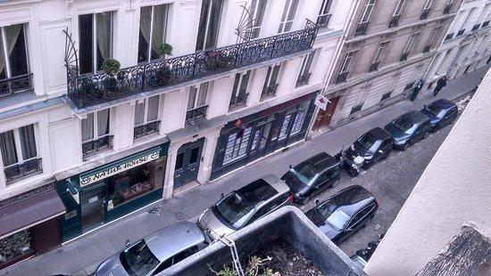 Hotel Neva - Paris : Vista do quarto