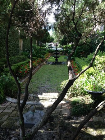 The Gastonian - A Boutique Inn: The gardens