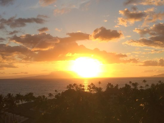 Grand Wailea - A Waldorf Astoria Resort: Sunset from our room!