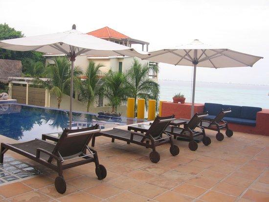 Casa de los Suenos: Pool view from outside ground floor rooms